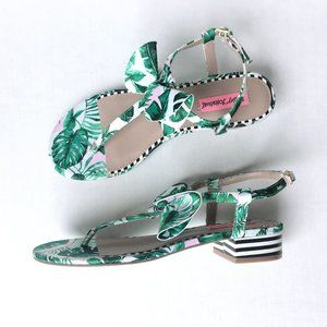 Betsey Johnson tropical Austen sandal - size 9.5